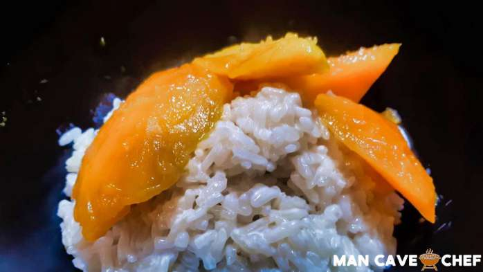 Mango sticky rice in bowl