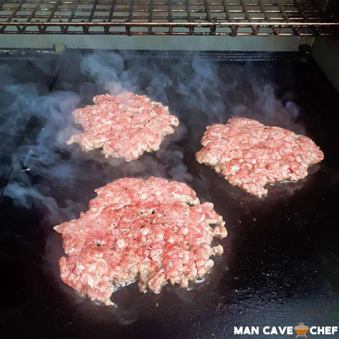 Smashed burgers on BBQ